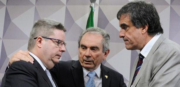 Da esq. à dir..: o relator da comissão de impeachment do Senado, Antonio Anastasia (PSDB-MG), o senador Raimundo Lira (PMDB-PB), e José Eduardo Cardozo, advogado da presidente afastada, Dilma Rousseff