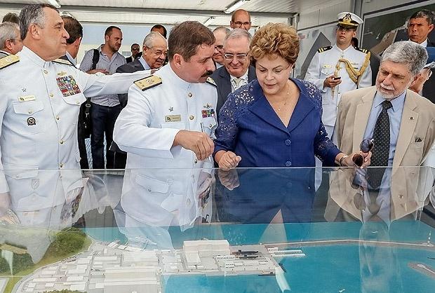 12.dez.2014 - Dilma Rousseff na cerimônia de inauguração de estaleiro de submarinos em Itajaí (RJ)