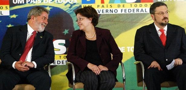 Para analistas ouvidos pela BBC Brasil, proximidade de Antonio Palocci com ex-presidentes petistas dá forte peso às denúncias feitas em depoimento