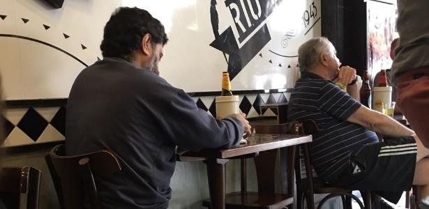 """""""Desculpem, eu estou com a cabeça um pouco quente. Vou tomar cerveja."""" - Hanrrikson de Andrade/UOL"""