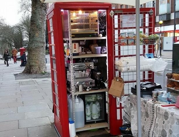 Cafeteria Kape Barako, em Londres, funciona em uma cabine telefônica