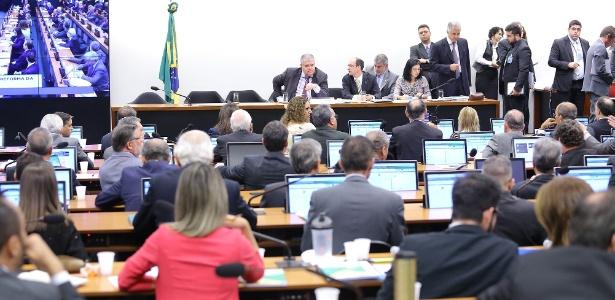 Sessão da comissão especial da reforma da Previdência nesta quarta-feira (3)