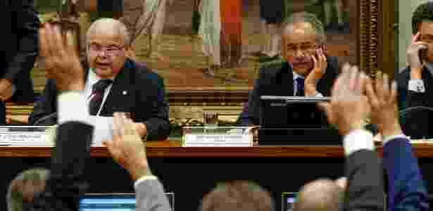 Comissão para a reforma política vota relatório de Vicente Cândido (à dir.) - Pedro Ladeira/Folhapress