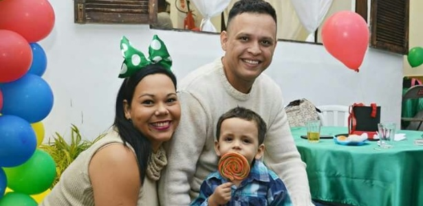 A jornalista Raphaela Mendes ao lado do marido e do filho de dois anos e meio  - Arquivo pessoal