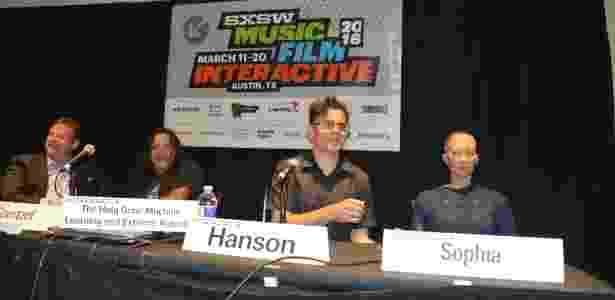 9.jan.2018 - Robô Sophia em sua primeira aparição no festival South by Southwest, Austin, em 2016, ao lado de seu criador, David Hanson - Divulgação - Divulgação