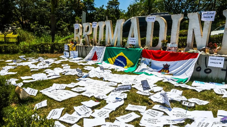 2.fev.2019 - Novas homenagens as vítimas, no letreiro de Brumadinho - Cadu Rolim - 2.fev.2019/Fotoarena/Estadão Conteúdo