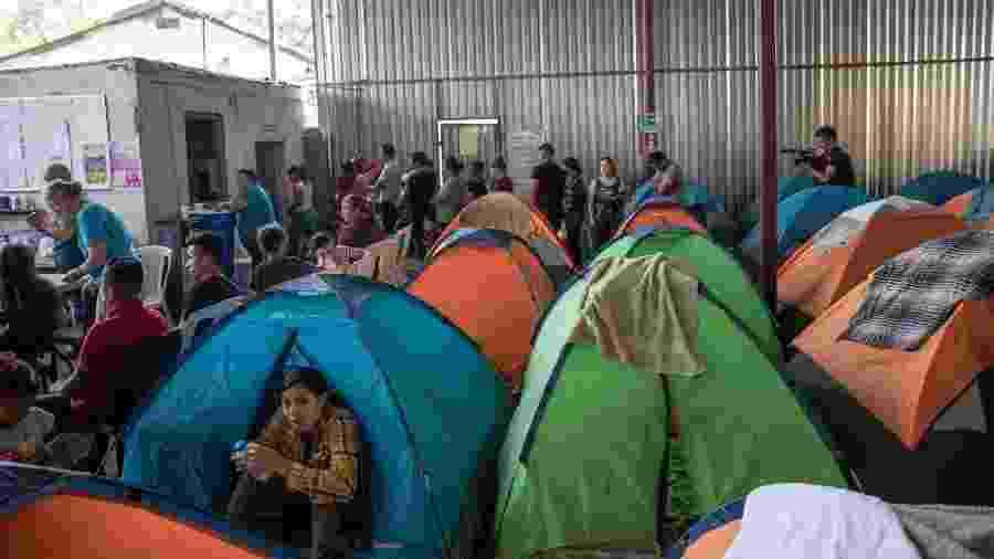 Barracas montadas no abrigo Juventude 2000 em Tijuana, no México - Eduardo Jaramillo Castro / AFP