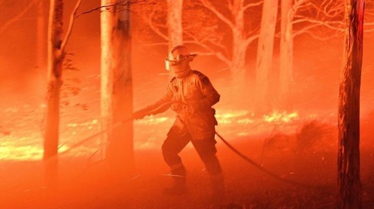 Os custos de eventos intensificados pelas mudanças climáticas, como os recentes incêndios na Austrália, podem ter um efeito cascata - AFP
