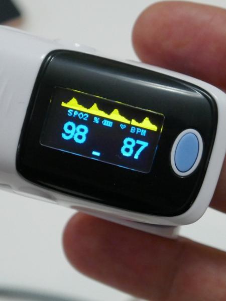 Oxímetro de dedo é vendido em farmácia e mede oxigênio no sangue - Getty Images/iStockphoto