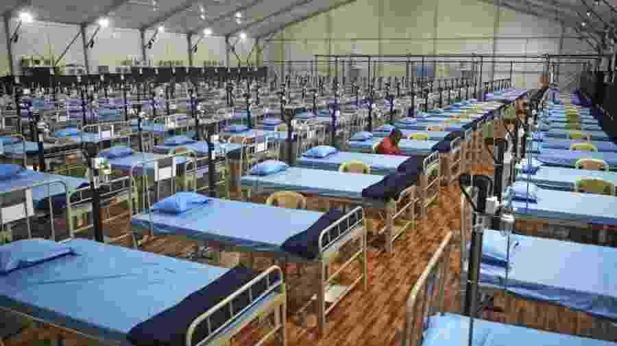 7.jul.2020 - Hospital de campanha recentemente organizado em Mumbai, na Índia, país que tem registrado aumento de casos do novo coronavírus - AFP