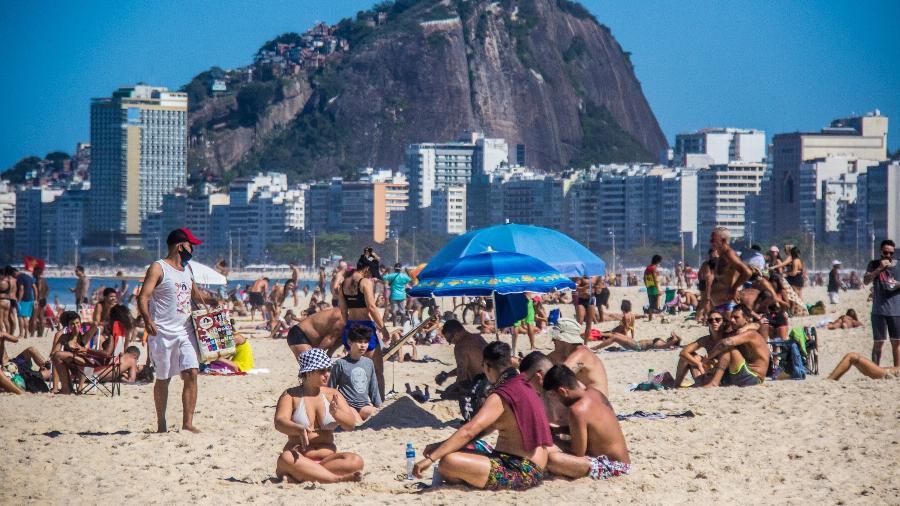 Cenas de praias agitadas e bares cheios se tornaram muito comuns nas últimas semanas - Ellan Lustosa/Código19/Estadão Conteúdo
