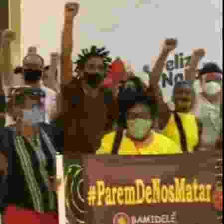 Manifestantes levam faixas e criticam livraria em João Pessoa - Reprodução/Redes sociais
