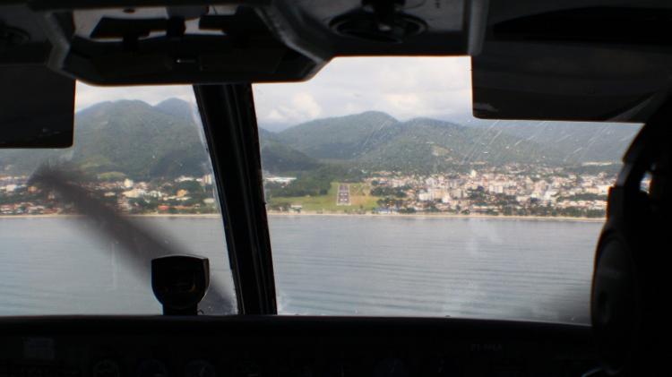 Passageiros têm uma visão ampla dos momentos do pouso e decolagem - Alexandre Saconi/UOL - Alexandre Saconi/UOL