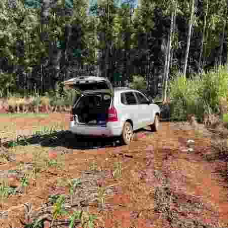 Carro usado no crime foi encontrado na PR-090, no Paraná - Divulgação/PM-PR - Divulgação/PM-PR
