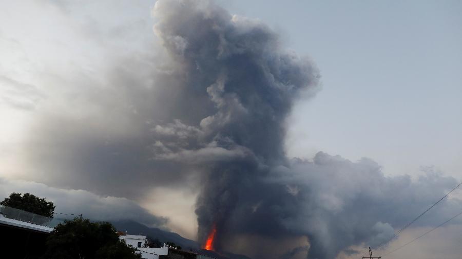 Vulcão em atividade no Parque Nacional Cumbre Vieja, em El Paso, nas Ilhas Canárias  - REUTERS/Jon Nazca