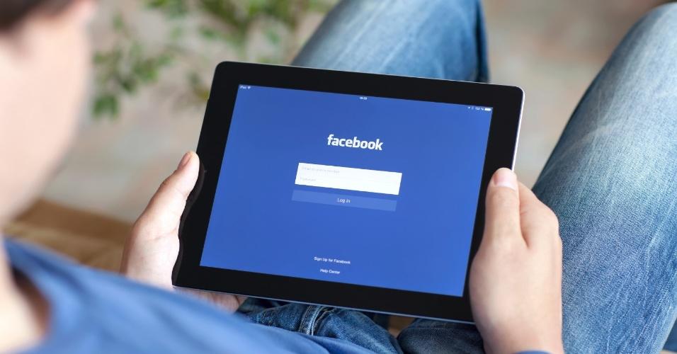 Os anos passam, mas certas modinhas do Facebook permanecem e parecem se perpetuar na rede social. Algumas --como os selfies, os memes e as hashtags?chegam até ganhar status de patrimônio. Outras, no entanto, são mais sazonais. Umas irritantes e outras um pouco menos; veja