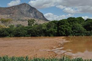 Contenção de rejeitos feita pela Samarco não elimina degradação ambiental, diz Ibama (Foto: Antônio Cota - 10.nov.2015 /Diário do Rio Doce)
