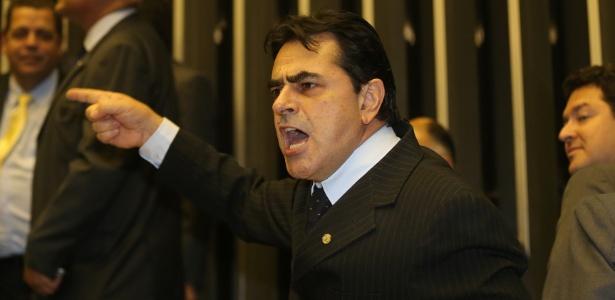 """Deputado federal Domingos Sávio (foto) afirmou que Lulinha ficou rico fruto da """"roubalheira"""""""