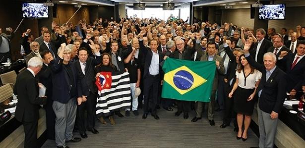 O presidente da Fiesp, Paulo Skaf, e outros representantes de entidades empresariais em reunião de apoio ao pedido de impeachment da presidente Dilma Rousseff