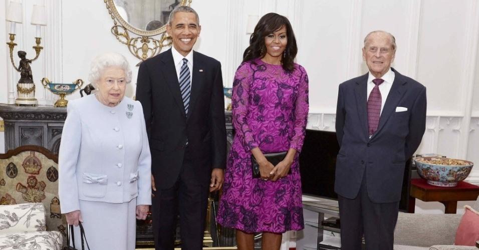 22.abr.2016 - O presidente e a primeira-dama dos Estados Unidos, Barack e Michelle Obama, participaram de um almoço privado com a rainha Elizabeth 2ª e seu marido Filipe, duque de Edimburgo, no castelo de Windsor, nos arredores de Londres. O evento celebrou os 90 anos da monarca, completados no dia anterior