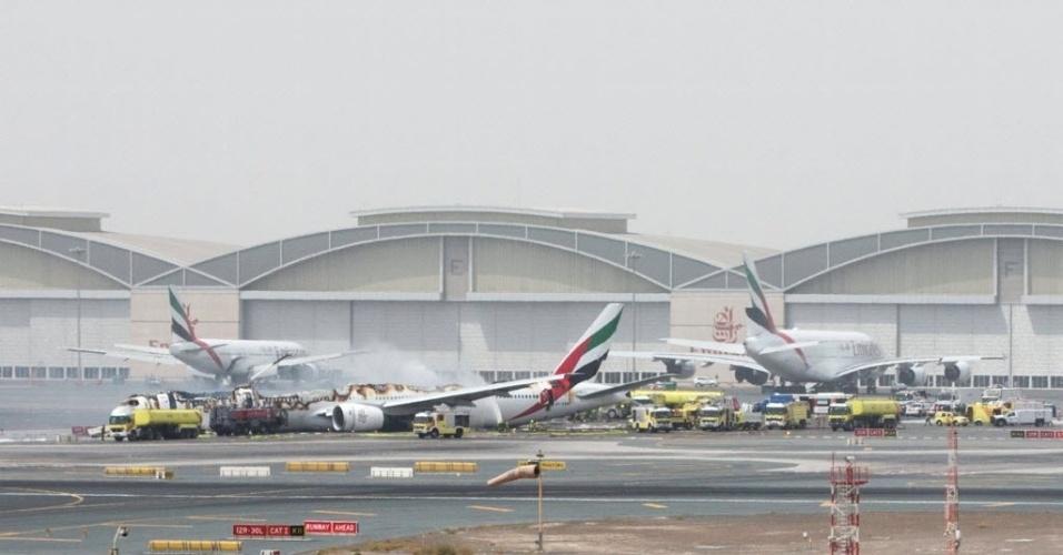 3.ago.2016 - O voo EK521 da Emirates Airline que saiu de Thiruvananthapuram, na Índia, sofreu um acidente durante o pouso no aeroporto Internacional de Dubai. Segundo um porta-voz do aeroporto, todos os 275 passageiros e membros da tripulação foram retirados com segurança da aeronave