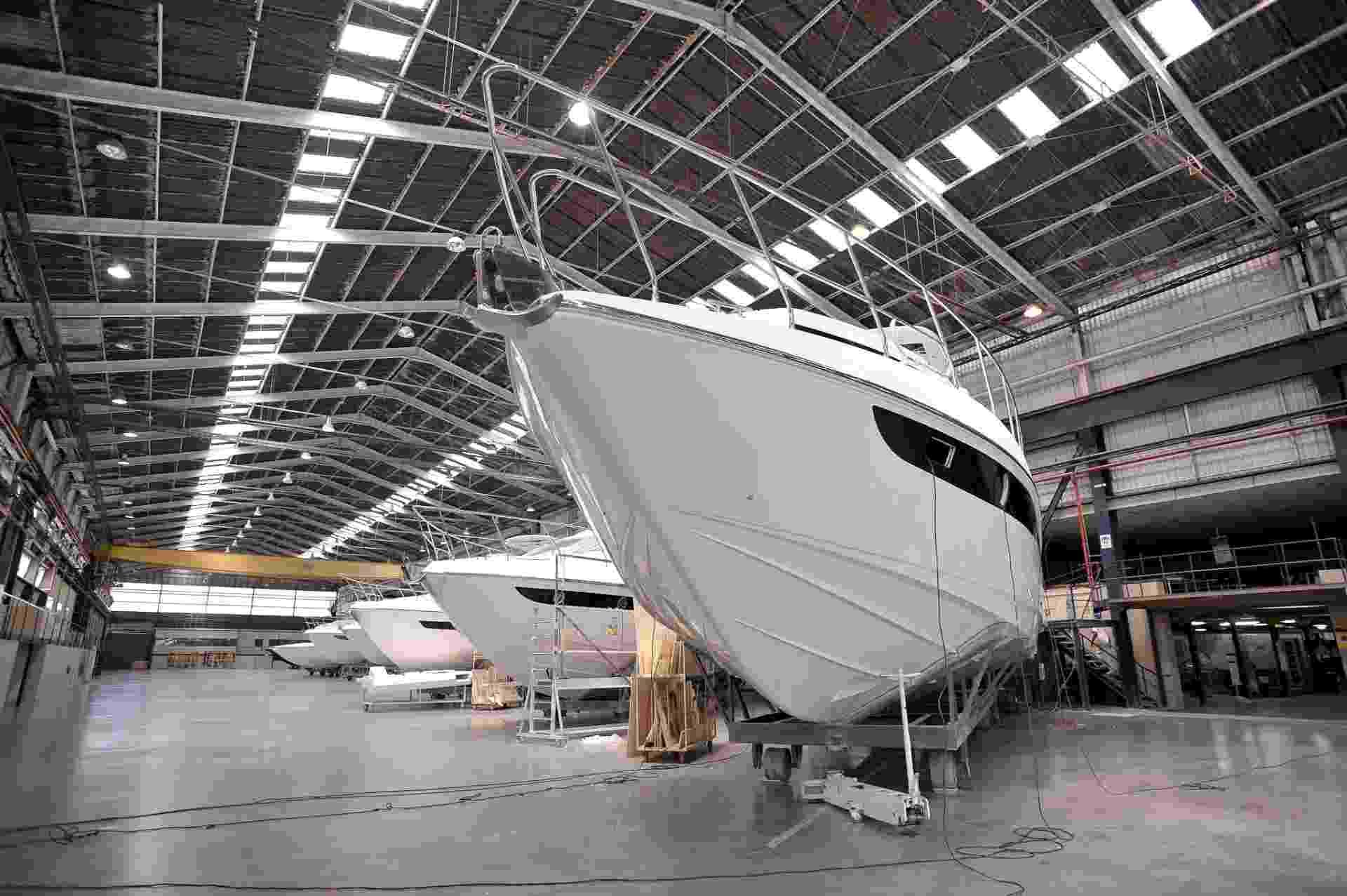 12-set-2016 - Fábrica de barcos Intermarine - Reinaldo Canato/UOL