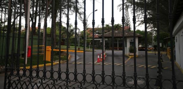 O Condomínio Park Palace, na Barra da Tijuca, zona oeste do Rio de Janeiro, onde o ex-deputado federal Eduardo Cunha (PMDB-RJ) tem casa, teve a rotina pouco alterada após a prisão do político, em Brasília