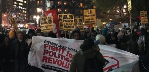 Manifestação contra o presidente eleito em Nova York, próximo ao hotel Trump Tower