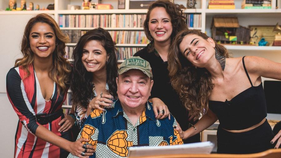 João Donato junto às cantoras Lucy Alves, Emanuelle Araújo, Tiê e Mariana Aydar - Filipe Marques/I Hate Flash