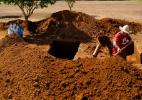 Após chacina de 9 em MT, coveiro se antecipa e trabalha para abrir novas covas - Ahmad Jarrah/Repórter Brasil