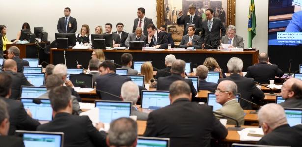 10.jul.2017 - Deputados participam de sessão da CCJ na Câmara