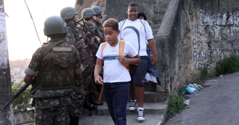 27.out.2017 - A quadrilha que atua no São Carlos é aliada ao ex-chefe da Rocinha Antônio Bonfim Lopes, o Nem, que cumpre pena na penitenciária federal de Rondônia
