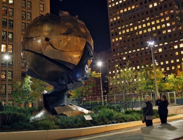 25.out.2017 - A esfera 'símbolo do 11 de Setembro no Liberty Park, em Nova York
