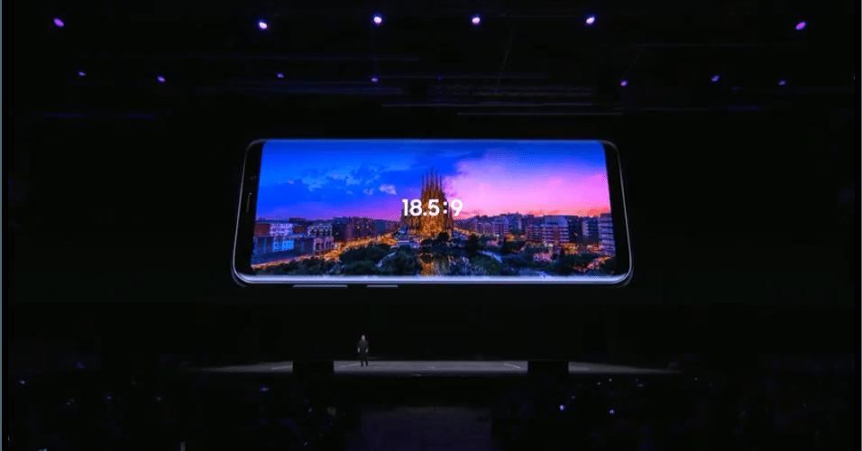 Ambos os celulares tem tela infinita no formato 18:5:9 e 5,8 polegadas (S9) e 6,2 polegadas (S9 Plus).