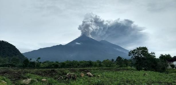 3.jun.2018 - Vulcão de Fogo entra em erupção na Guatemala