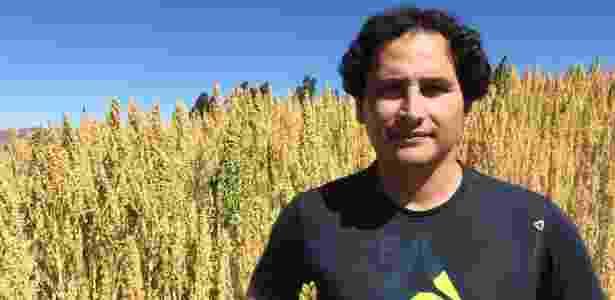 Jonathan Contreras observa que as cooperativas de produtores ajudam os plantadores de quinoa a conseguir melhores preços - BBC - BBC