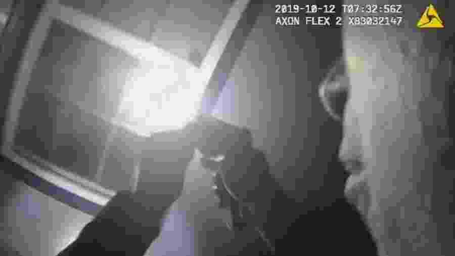 Imagem de tela de vídeo do Departamento de Polícia de Fort Worth mostra cena de tiroteio - AFP Photo/Fort Worth Police Department/Handout