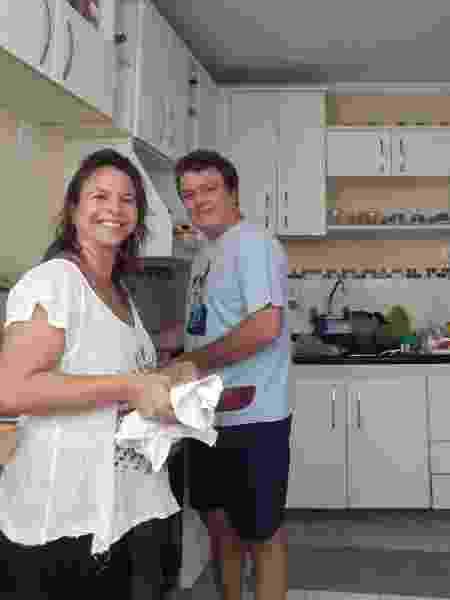 A produtora cultural Brenda Medeiros e seu marido, o servidor público Fred Wiering  - Aurélio Nunes/UOL - Aurélio Nunes/UOL