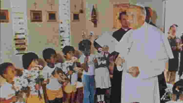 Papa é recebido por crianças na Capela de São Francisco de Assis, no Distrito Federal - ARQUIVO PESSOAL DE ARMANDO LIMA - ARQUIVO PESSOAL DE ARMANDO LIMA