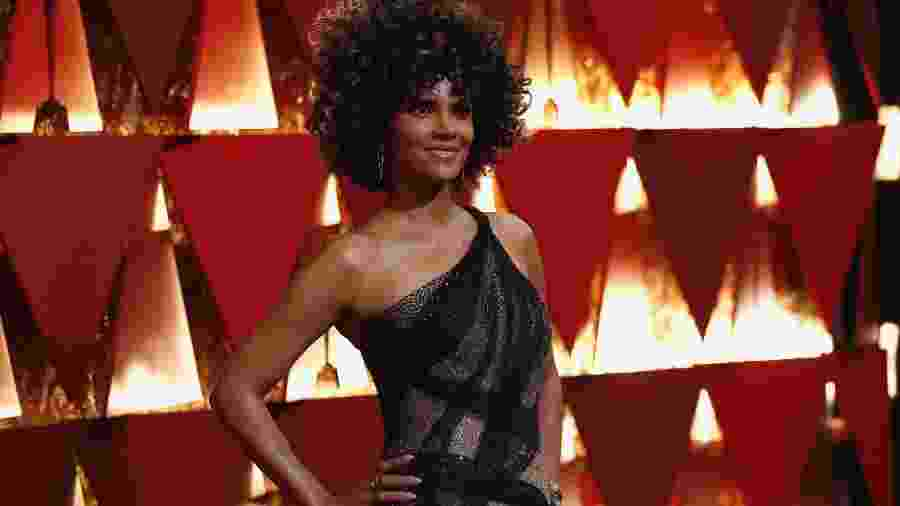 Halle Berry, no tapete vermelho do Oscar, riu de boatos sobre má performance no sexo - Mario Anzuoni