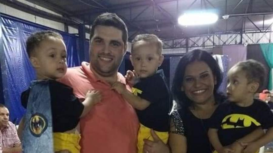 Pedro, Paulo e Felipe estão sendo criados pelo tio após perderem a mãe, a avó e a tia para a covid-19 - Arquivo pessoal