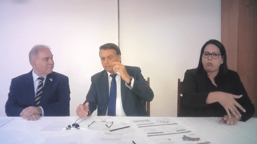 Em live, Bolsonaro disse que governadores ferem a Constituição ao cobrar ICMS de forma proporcional - Reprodução/Facebook
