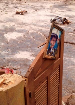 Retrato ficou para trás em casa no distrito de Paracatu, em Mariana (MG), que foi destruida pela lama após rompimento da barragem