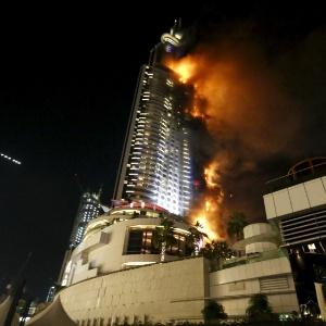 Em Dubai, o The Address Hotel foi consumido pelo fogo duas horas antes da virada do ano