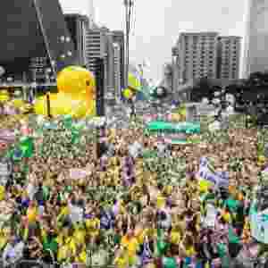 13.mar.2016 - Manifestantes soltam bexigas durante ato contra o governo Dilma Rousseff na avenida Paulista, região central de São Paulo. Protestos contra Dilma acontecem em vários Estados e pedem o impeachment da presidente e a prisão do ex-presidente Luiz Inácio Lula da Silva, investigado pela Operação Lava Jato - Marlene Bergamo/Folhapress