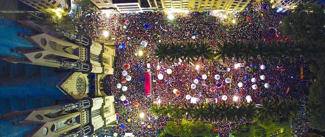 31.mar.2016 - Ato em defesa da democracia na praça da Sé, no centro de São Paulo