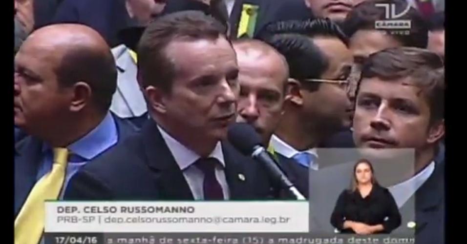 17.abr.2016 - O deputado Celso Russomano (PRB-SP) votou a favor do impeachment da presidente Dilma Rousseff