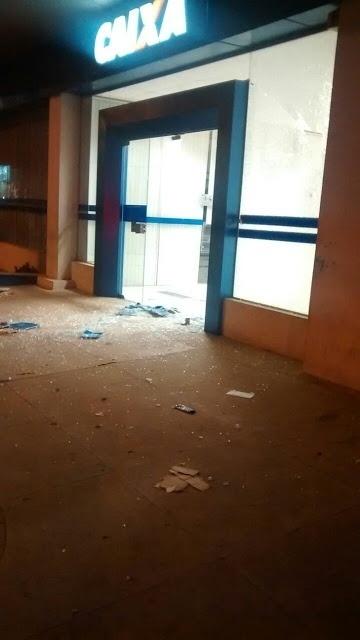 30.jul.2016 - Agência da Caixa Econômica Federal foi depredada em onda de ataques a prédios públicos no RN