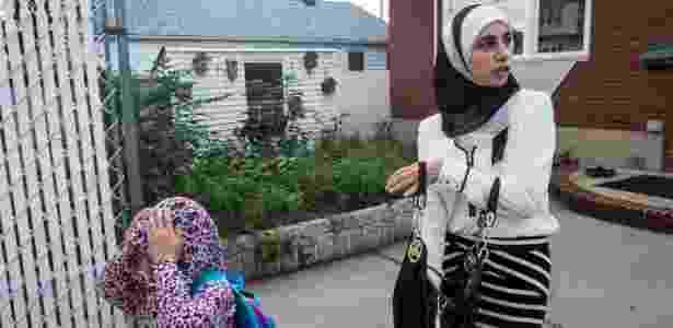 4.out.2016 - Nayla Elhamoui leva a filha Maaria Elcharfa, 7, para uma aula na mesquita em Staten Island, Nova York (EUA) - Christian Hansen/The New York Times - Christian Hansen/The New York Times