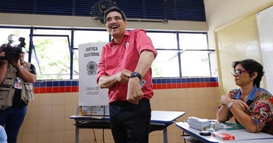 30.out.2016 - Candidato à Prefeitura de Recife (PE), João Paulo (PT) seguiu estudo astrológico, que determinou horário exato para votar